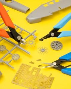 Cortando piezas de una maqueta